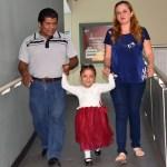 Corrigen malformación de columna a niña de 4 años en el IMSS - Fátima fue dada de alta tras meses de recuperación. Foto de IMSS