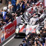 Fernando Alonso gana en Le Mans el cuarto título mundial de su carrera - Le Mans (France), 16/06/2019.- Sebastien Buemi of Switzerland, Kazuki Nakajima of Japan (driver) and Fernando Alonso of Spain, drivers of Toyota Gazoo Racing (starting no.8) in a Toyota TS050 Hybrid celebrates their victory in the Le Mans 24 Hours race in Le Mans, France, 16 June 2019. (Francia, Japón, España, Suiza) EFE/EPA/EDDY LEMAISTRE
