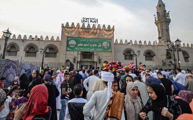 Ataque terrorista deja ocho policías muertos en Egipto - Festividad musulmana de Eidal-Fitr en Al Arish, Egipto. Foto de AFP / Mohamed el-Shahed
