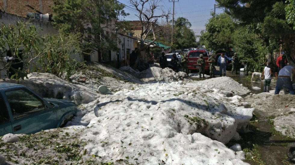 Afectadas 457 viviendas tras granizada atípica en Guadalajara - Foto de @EnriqueAlfaroR