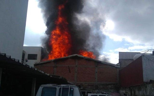 #Video Controlan incendio en bodega de muebles en la Benito Juárez - incendio