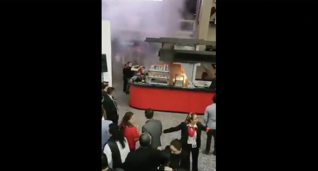 #Video Incendio en puesto de comida en el Auditorio Nacional. Noticias en tiempo real
