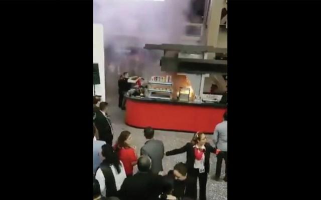 #Video Incendio en puesto de comida en el Auditorio Nacional - Captura de pantalla