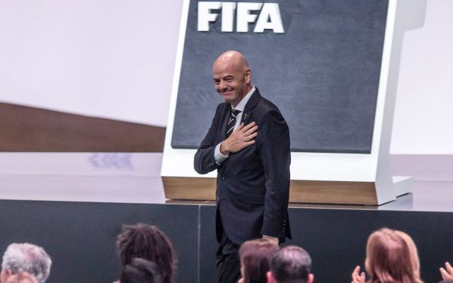 Abren investigación en Suiza contra Infantino; FIFA asegura que colaborará - El presidente de la FIFA, el suizo Gianni Infantino, reacciona tras ser renovado en su cargo durante la celebración del 69 Congreso de la FIFA, este miércoles en París. Infantino fue el único candidato a un puesto al que llegó por primera vez en febrero de 2016 y en el que prolongará su segunda etapa hasta 2023. Foto de EFE/ Christophe Petit Tesson.