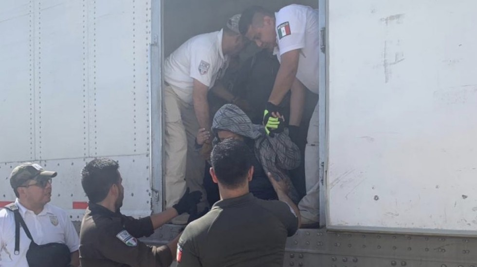 Aseguran a 785 migrantes que viajaban en tráileres en Veracruz - INM Veracruz migrantes tráiler