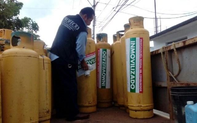 Profeco buscará NOM para renovación de cilindros de Gas LP - Inmovilización de cilindros de Gas LP por deficiencias. Foto de Forbes