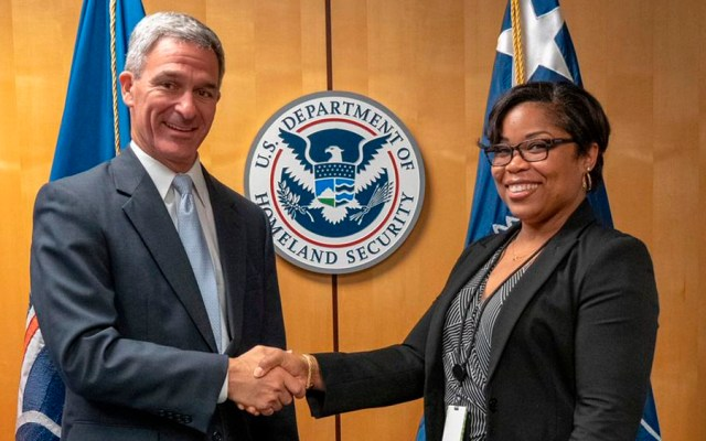 Trump designa a Ken Cuccinelli como director del servicio de migración - Ken Cuccinelli uscis