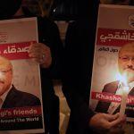 ONU responsabiliza a príncipe Bin Salman de muerte de Jamal Khashoggi - Fotografía de archivo realizada el 25 de octubre de 2018 que muestra a manifestantes durante una vigilia por el periodista Jamal Khashoggi ante el consulado de Arabia Saudí en Estambul. Foto de EFE/ Erdem Sahin.