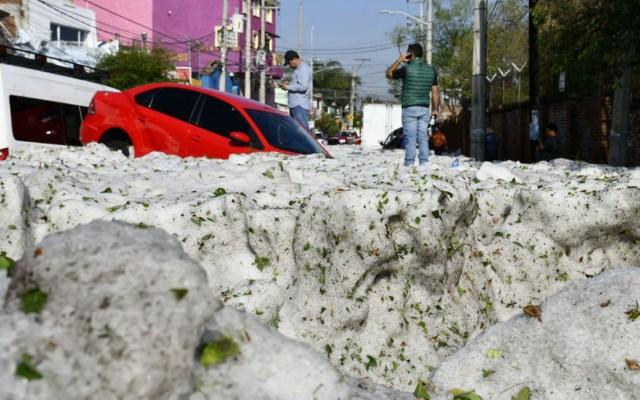 #Video Fuerte granizo inunda calles de Jalisco - La capa de granizo que llovió alcanzó el metro de espesor. Foto de @EnriqueAlfaroR