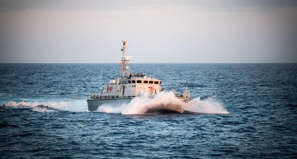 Mueren al menos dos migrantes en naufragio frente a costas de Libia - naufragio Libia Guardia costera