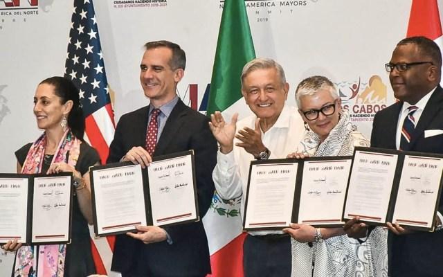 Alcalde de Los Ángeles regala a AMLO pelota de Fernando Valenzuela - López Obrador alcalde Los Ángeles