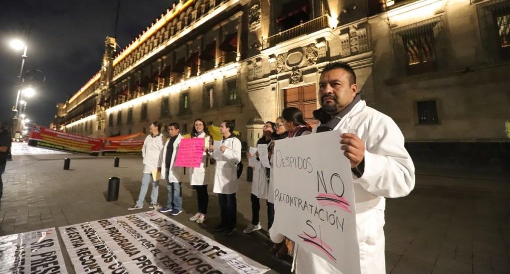 Médicos del Estado de México se manifiestan en Palacio Nacional. Noticias en tiempo real