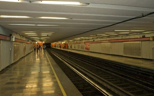 Mujer muere al caer a las vías del Metro Juanacatlán - Foto de Internet