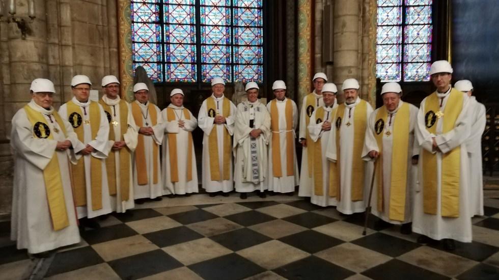 Realizan primera misa en catedral de Notre Dame tras incendio - misa catedral de notre dame incendio