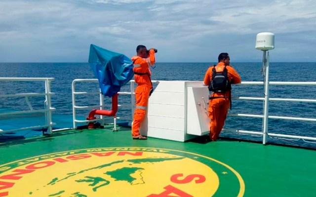 Naufragio deja tres muertos y 14 desaparecidos en Indonesia - naufragio indonesia