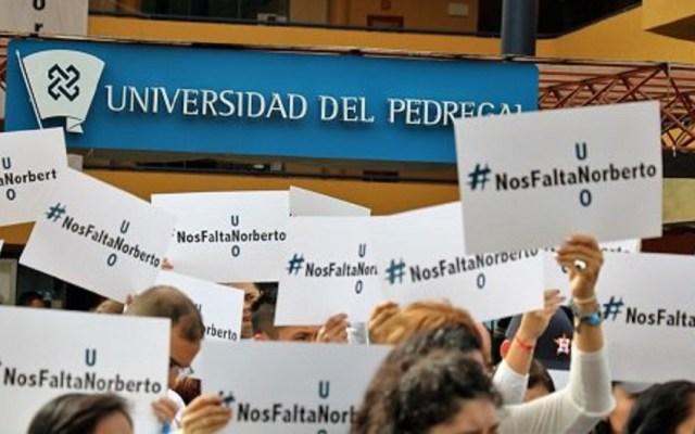 Asesinato de Norberto Ronquillo nos duele mucho: López Obrador - Protesta en Universidad del Pedregal #NosFaltaNorberto. Foto de @U_Del_P