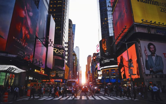 Aprueban ley para que migrantes obtengan licencias de conducir en NY - Nueva York licencia de conducir licencias migrantes