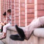 Llega la primera ola de calor del verano - FFM01. FRÁNCFORT (ALEMANIA), 25/06/2019.- Varios turistas descansan a la sombra durante la ola de calor que Fráncfort (Alemania) este martes. Los meteorólogos anuncian temperaturas de hasta 35 grados en los próximos días. EFE/ Armando Babani