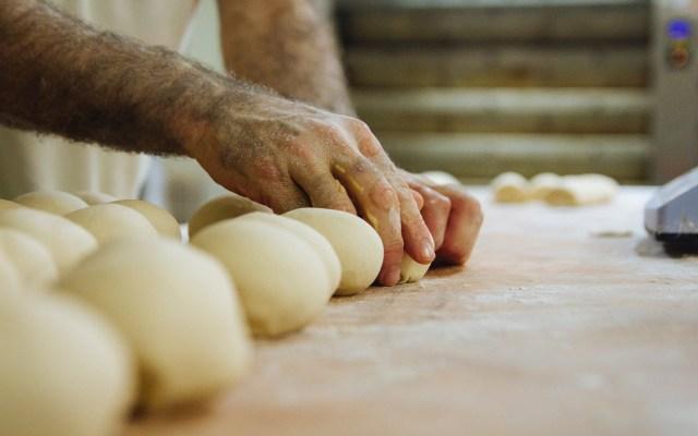 Panaderos fueron obligados a trabajar 363 días al año en España - Dos panaderos fueron obligados a trabajar 363 días al año durante cuatro años en España. Foto de Victor Rodríguez Iglesias / Unsplash
