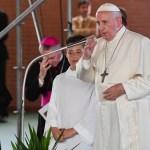 Papa Francisco visita a damnificados por terremoto en 2016 en Italia - Foto de Tiziana FABI/AFP