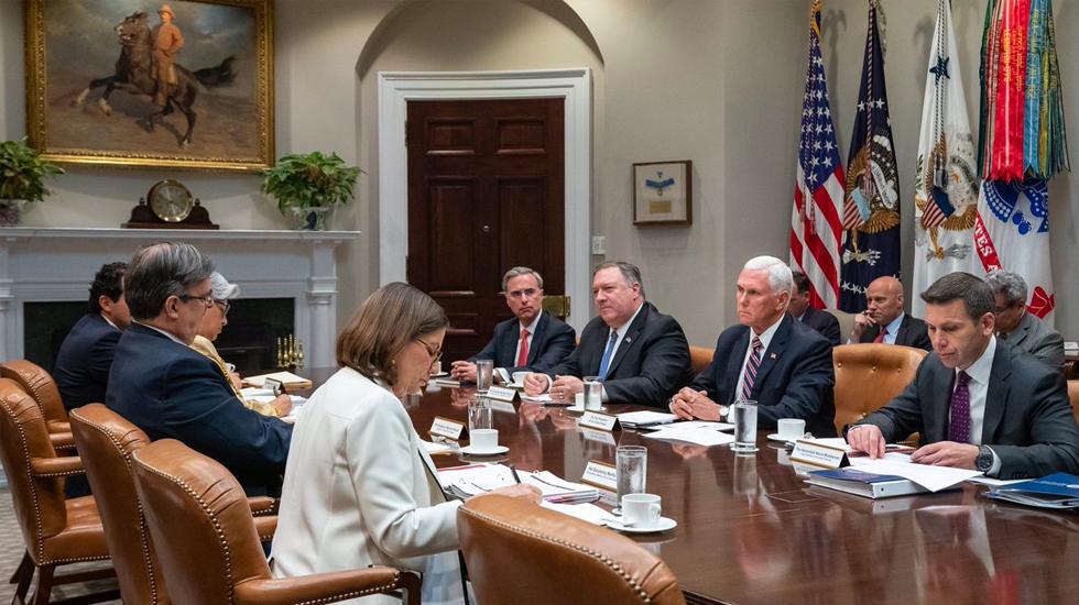 Termina sin acuerdos la reunión de las delegaciones México-EE.UU. Todo en manos de Trump - Foto de Twitter/@VP
