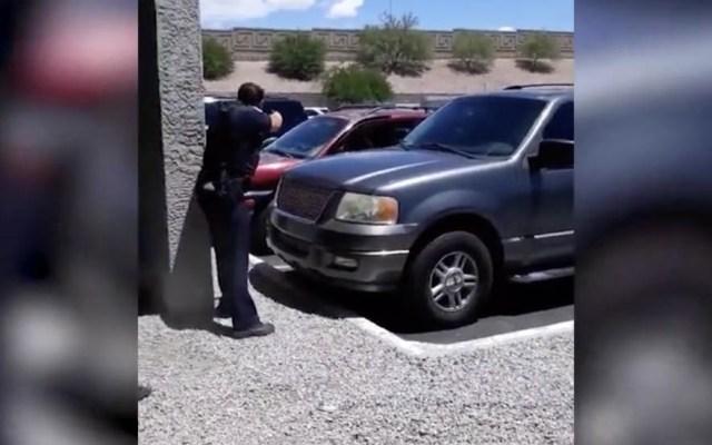 #Video Policías de Phoenix apuntan sus armas contra familia - Phoenix violencia policías robo tienda