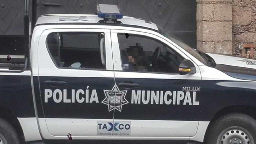 Policía víctima de ataque en Taxco. Foto de @APIGUERRERO
