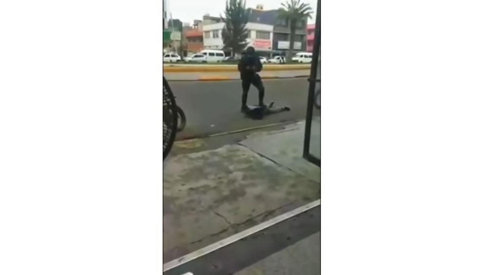 #Video Policía golpea y somete a asaltante en Neza - policías delincuentes neza