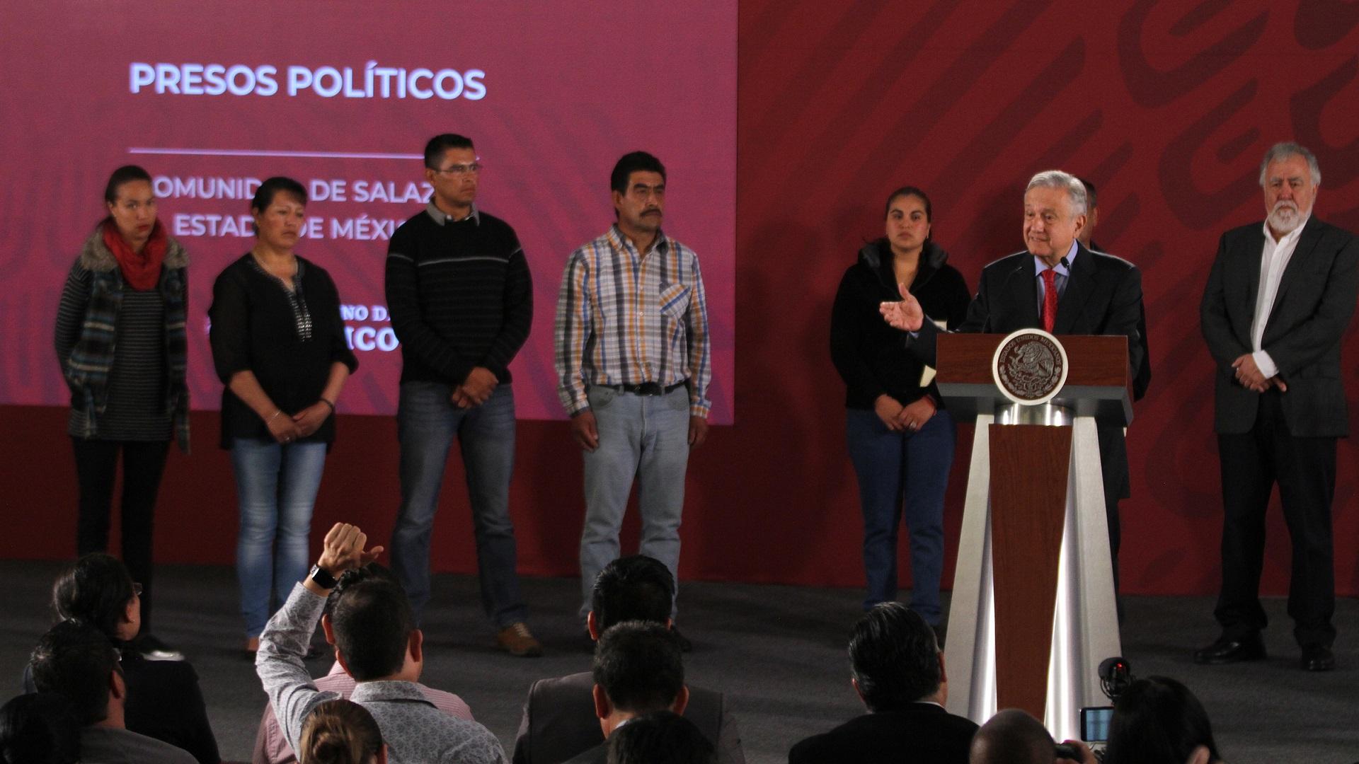 Presos políticos en conferencia de prensa de AMLO. Foto de Notimex