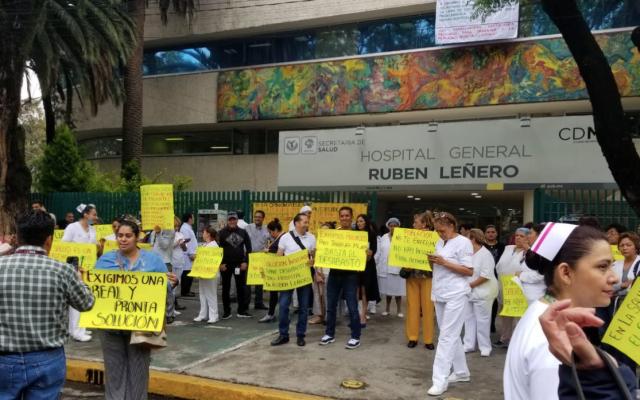 Médicos protestan por falta de insumos en hospital Rubén Leñero - Foto de @vialhermes