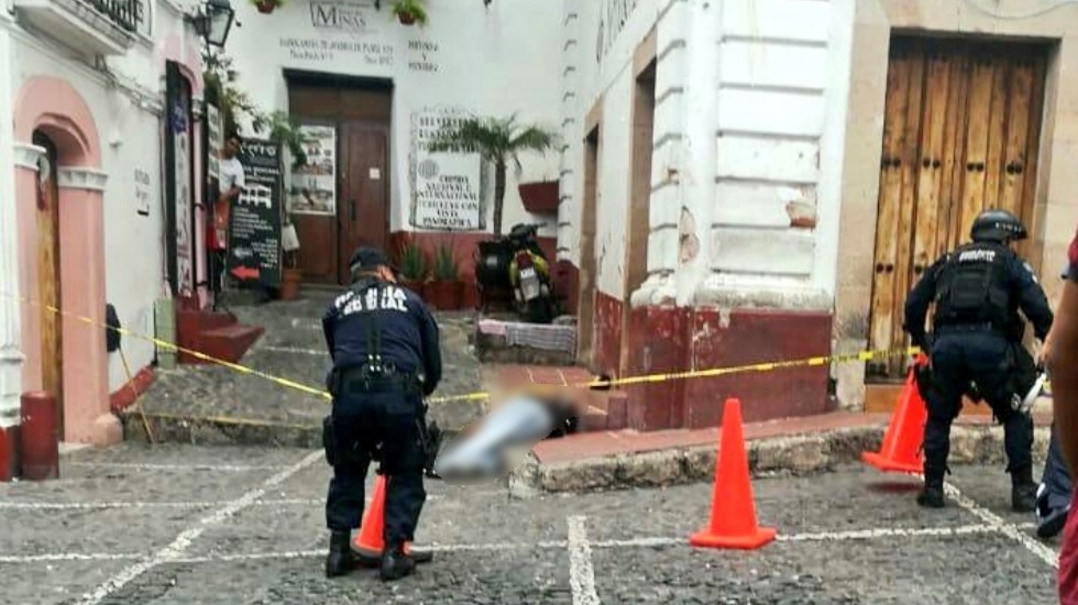 Asesinan a hombre cerca del Zócalo de Taxco - Foto de @ReporTorres