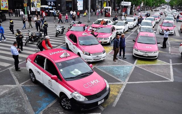 Habilitarán botón de pánico para usuarios de taxis en la Ciudad de México - Taxis de la Ciudad de México. Foto de Notimex