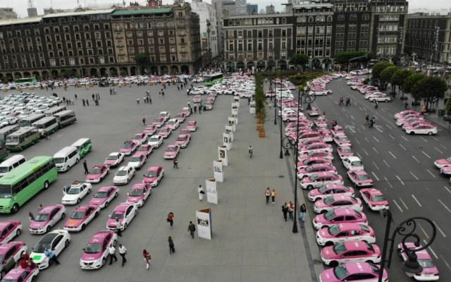 Gobernación y taxistas acuerdan tres mesas de trabajo - Foto de Notimex