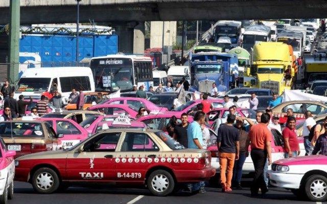 Taxistas desquiciarán accesos a la Ciudad de México - Foto de Archivo