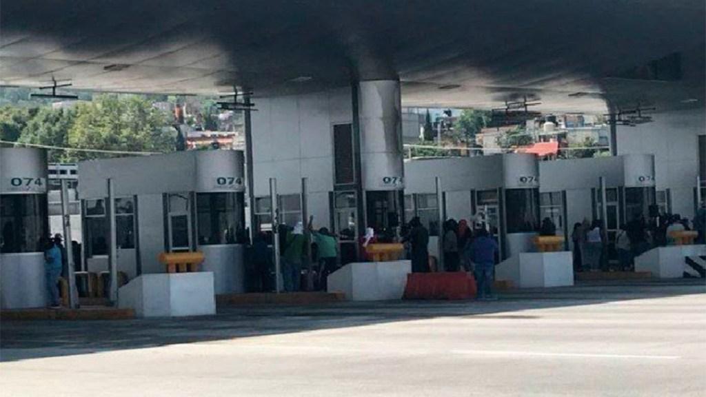 Toman caseta de la autopista México-Cuernavaca - toma caseta méxico-cuernavaca