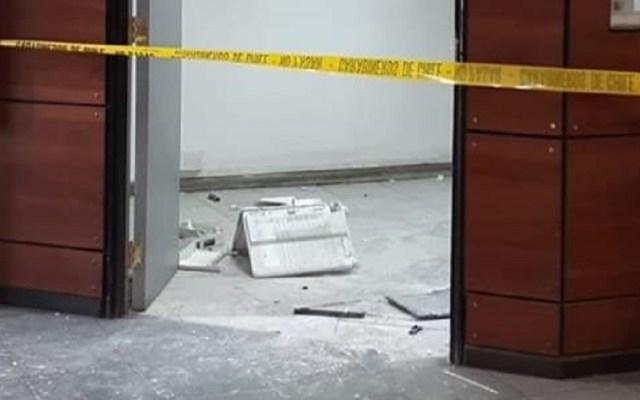 Explosión de paquete bomba hiere a cinco funcionarios en Chile - 54 Comisaría de Huechuraba, posterior a la explosión. Foto de @fdo2000