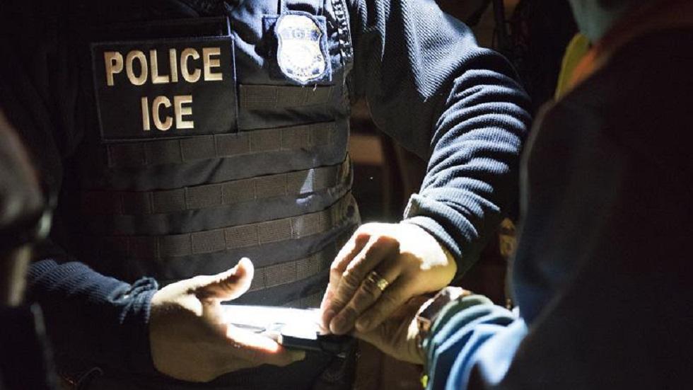 ICE aplica reconocimiento facial en licencias para hallar a migrantes - Agente de ICE. Foto de @ICEgov