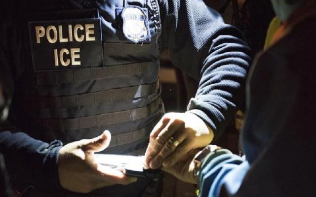 Cónsul de México en NY pide a paisanos no tener miedo en inicio de redadas - Agente de ICE. Foto de @ICEgov