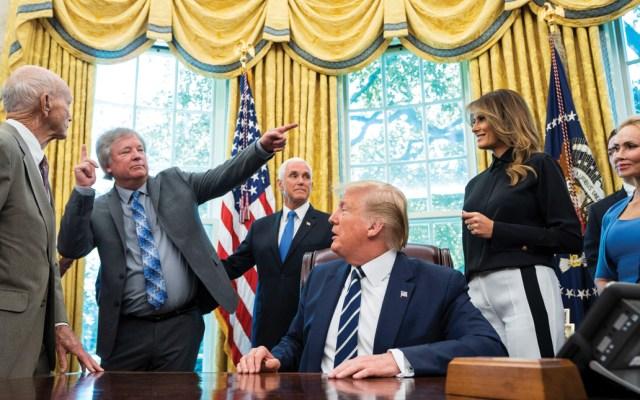 El presidente Donald Trump recibió en la Casa Blanca a los integrantes de la misión Apollo 11 - Foto de EFE