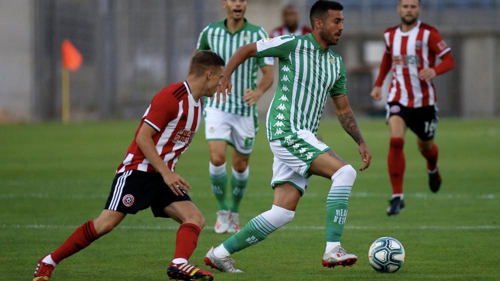 Betis inicia con derrota la pretemporada; Lainez estuvo cerca del gol - Foto de @SUFC_tweets