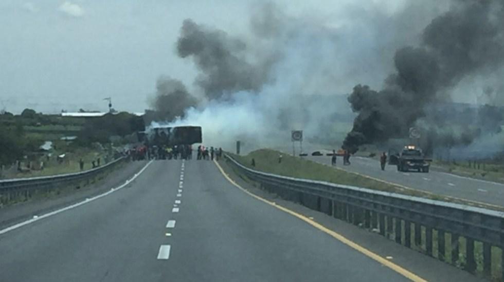 Tras bloqueo, reabren circulación de autopista Salamanca-Celaya - Foto de @FormulaBajio