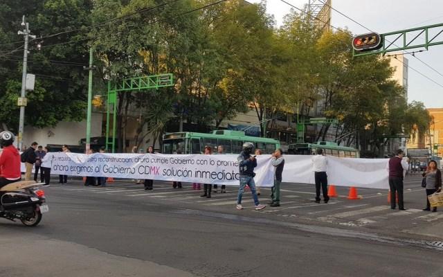 Retiran bloqueo de Eje 4 Sur y Eje Central Lázaro Cárdenas - Bloqueo de damnificados en Eje 4 Sur Xola. Foto de @revistaetcetera