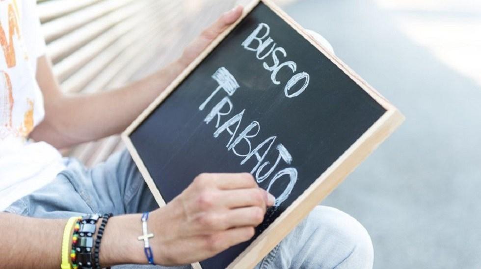 Aumenta ligeramente tasa de desocupación en México - Hombre en busca de empleo. Foto de tuasesoriaenelche.com