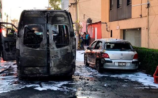 Incendian camioneta de transporte público en la colonia Vallejo - camioneta incendiada vallejo