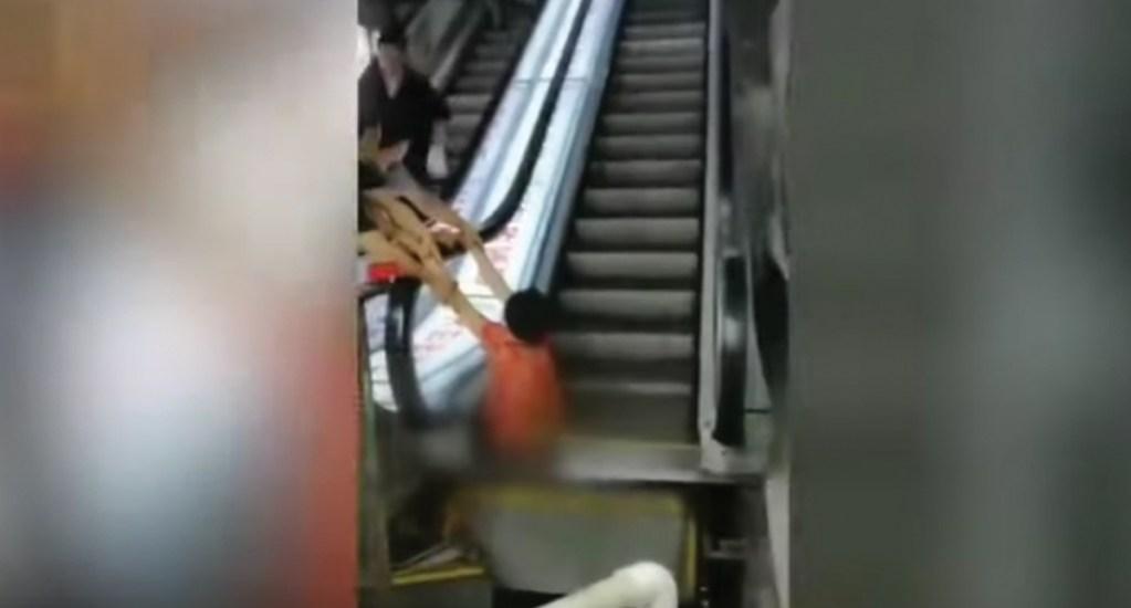 #Video Amputan pierna a mujer atrapada en escaleras eléctricas - Captura de pantalla