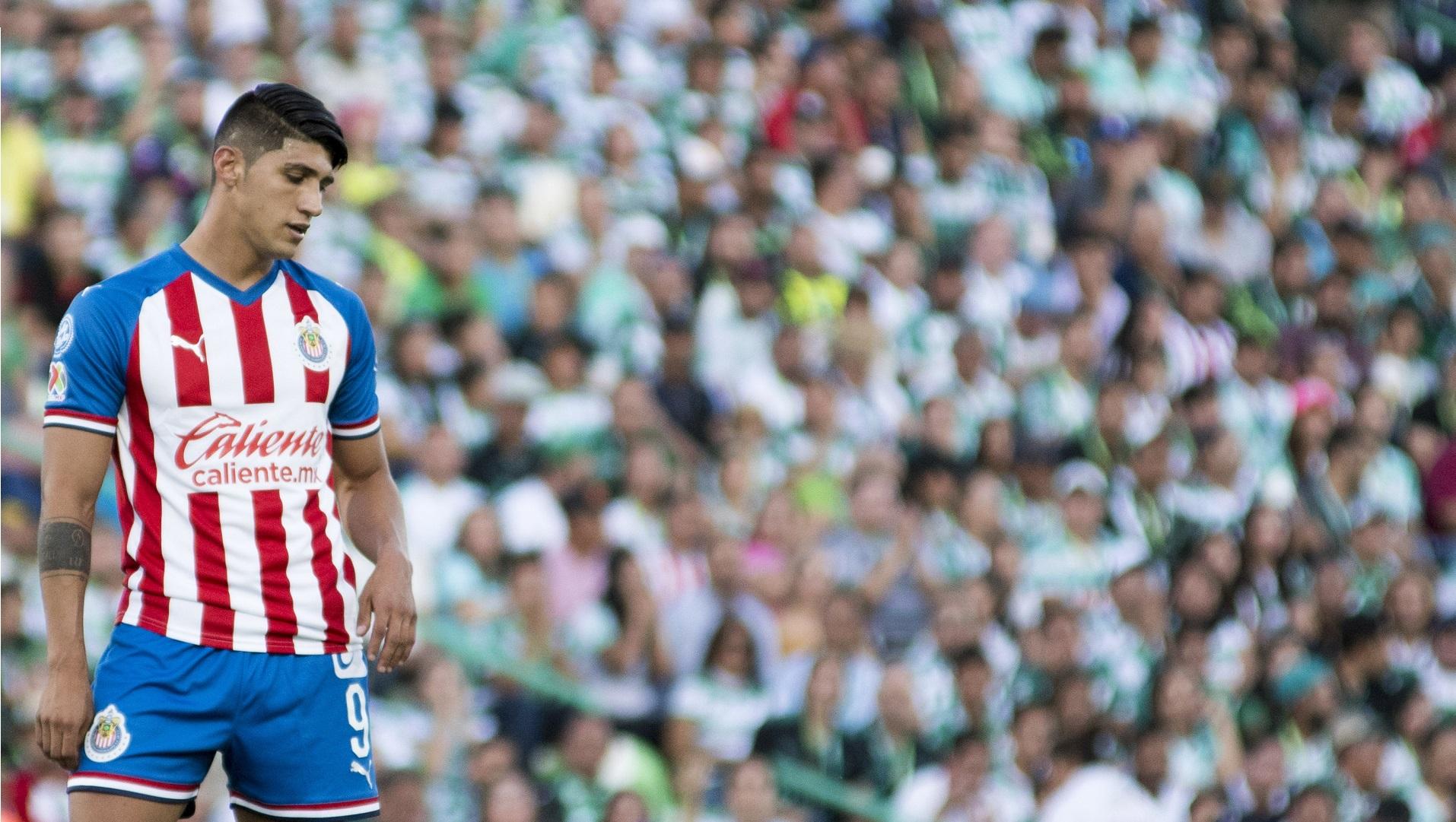 Santos propina duro golpe a Chivas