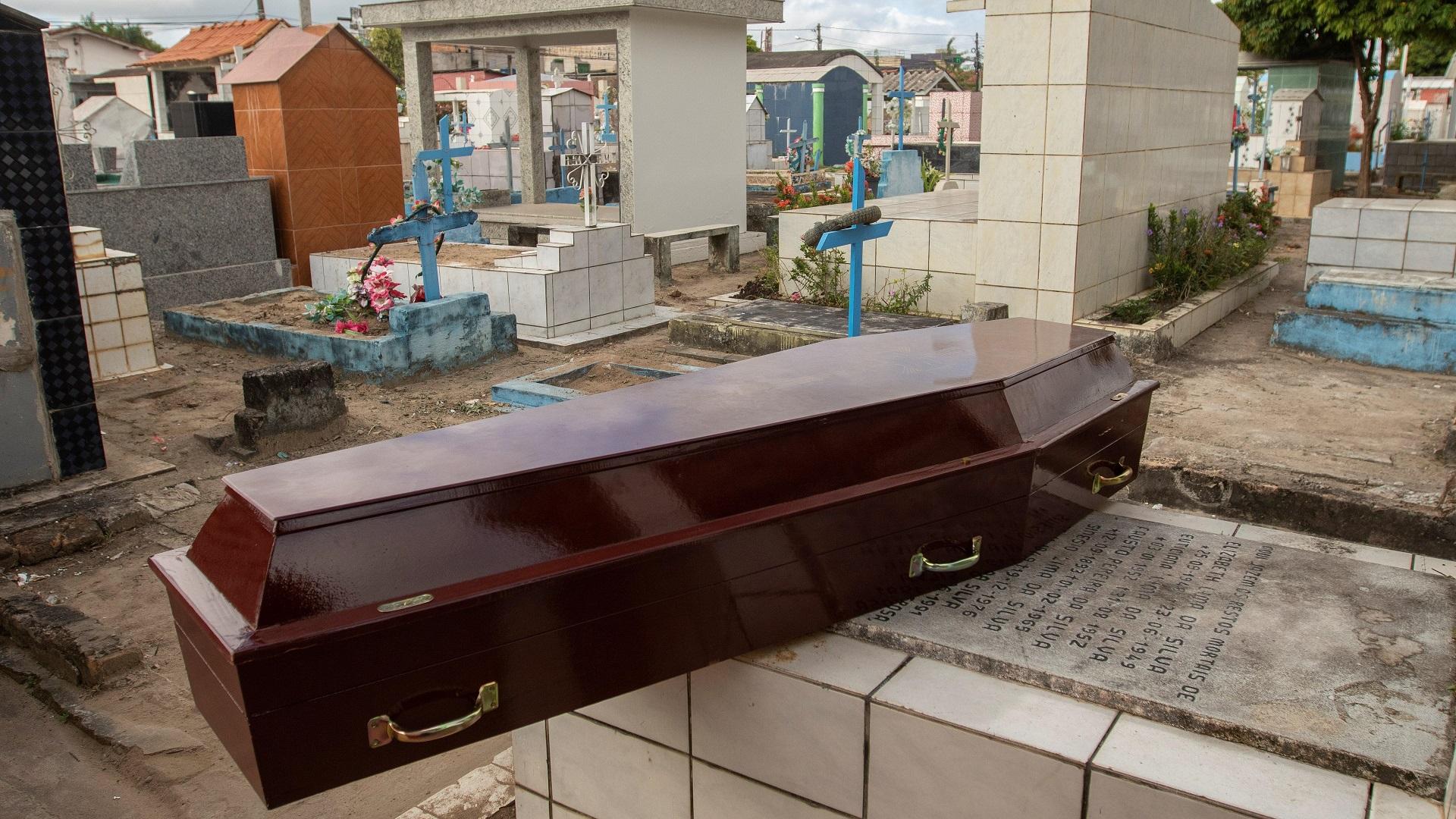 Ataúd para enterrar a una de las víctimas de la masacre del Centro de Recuperación Regional de Altamira. Foto de EFE / Joédson Alves
