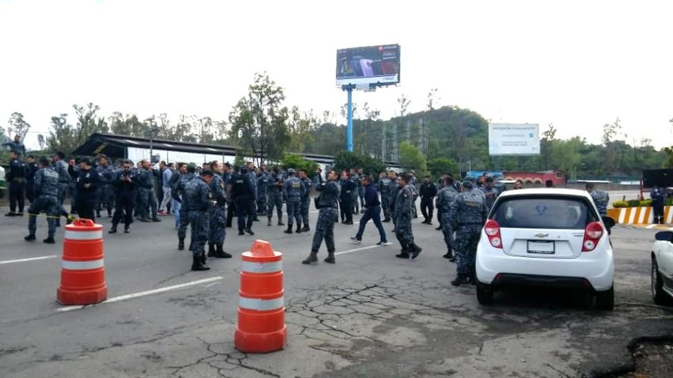 Policías federales bloquean la México-Pachuca - Gendarmes de la Policía Federal bloqueando la México-Pachuca. Foto de @Monitoreo103