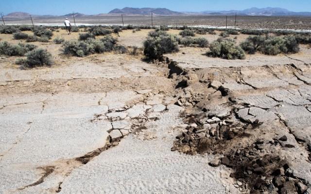 Sismo deja enorme grieta en California - Foto de EFE