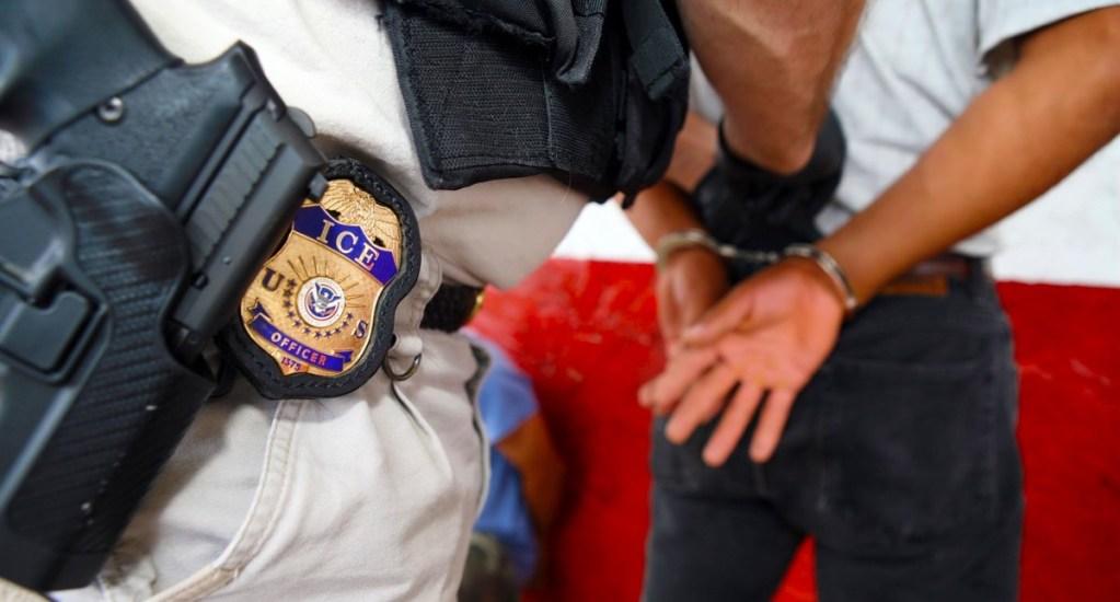 Estados Unidos implementará política de 'deportaciones aceleradas' contra extranjeros - ICE policía migrantes Estados Unidos indocumentados